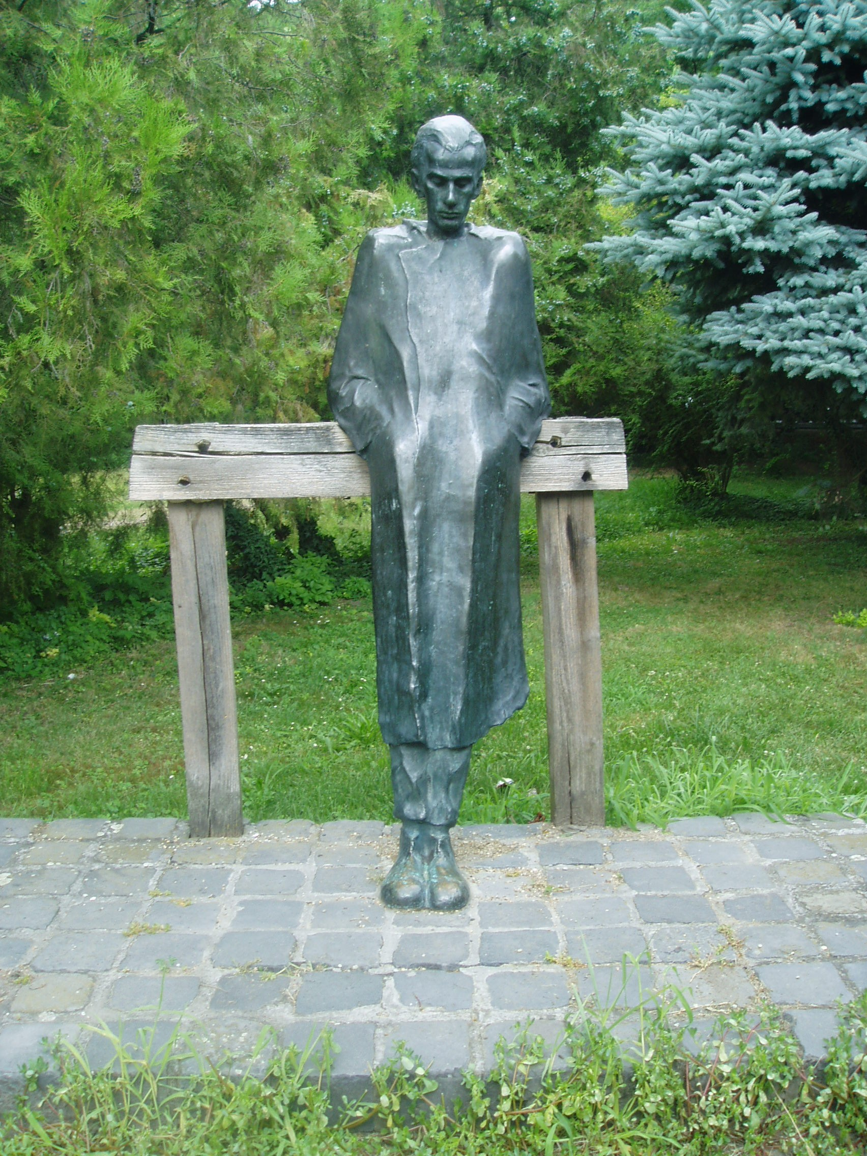Mohács, Hősök parkja: Radnó